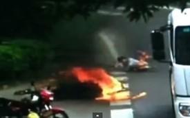 Xe ga và người lái bốc cháy trong vụ va chạm với ôtô tải