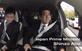 Thủ tướng Nhật Bản thử ngồi trong xe tự động lái