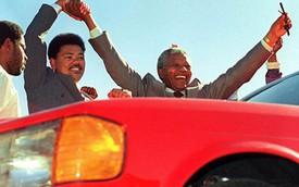 Chiếc Mercedes-Benz S-Class đặc biệt của cố Tổng thống Nelson Mandela