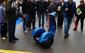 Xe tự cân bằng phiên bản Vespa đầu tiên trên thế giới
