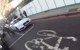 """Người đi xe đạp bị """"ăn đấm"""" vì cảnh báo tài xế Audi A7"""