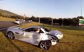 Chạy ẩu, xe chở Coca-Cola hạ gục Mercedes-Benz SLK 55 AMG