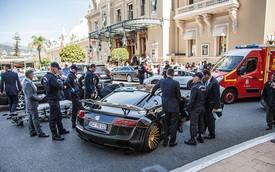 Audi R8 bị phá hỏng vì nhân viên khách sạn mắc kẹt trong xe
