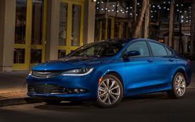 """Xe sedan cỡ trung Chrysler 200 2015 """"bán đắt như tôm tươi"""""""