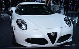 Xe thể thao Alfa Romeo 4C Coupe không hề rẻ