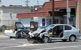 Hyundai Accent đâm Ferrari 458 Italia, một thanh niên tử vong