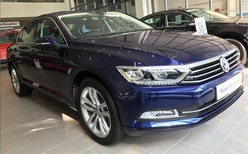 Volkswagen Passat giảm giá rẻ hơn Honda Accord - Xe Đức chơi lớn đấu xe Nhật dịp cuối năm