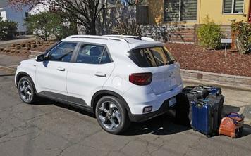 Hyundai Venue chở đồ 'bá đạo' thế này, tài xế nào chả thích chạy dịch vụ