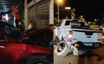 Vụ VinFast Lux SA đâm bán tải lúc nửa đêm: Đầu xe biến dạng, rụng bánh nhưng người ngồi trong vẫn an toàn