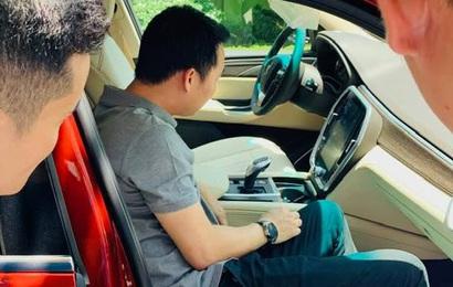 Chủ tịch Đoàn Hiếu Minh muốn cá nhân hoá VinFast Lux SA2.0 theo kiểu Rolls-Royce