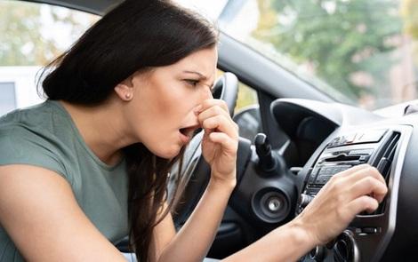 Nguyên nhân điều hòa ô tô có mùi lạ và cách khắc phục