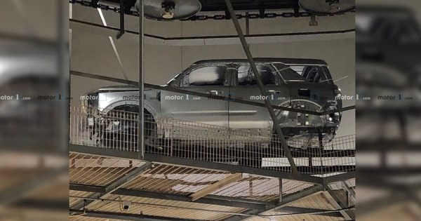 """SUV mới của Ford lộ vóc dáng vuông vức như """"Mẹc G"""""""