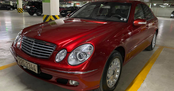 Xe sang Mercedes-Benz E240 mới đi 99.999 km rao bán giá 333 triệu đồng, màu sơn đỏ vẫn lung linh