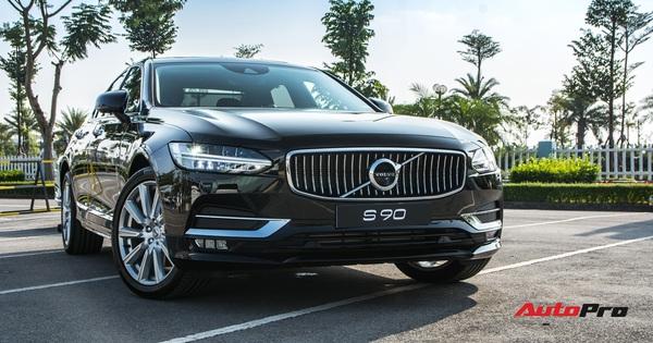 Volvo S90 2020 đầu tiên về Việt Nam: Giảm nửa tỷ còn 2,150 tỷ đồng, tăng option đấu Mercedes-Benz E-Class