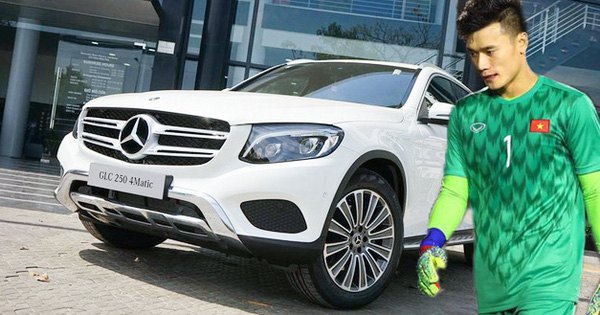 Thủ môn Bùi Tiến Dũng bất ngờ được tặng Mercedes-Benz GLC trước trận chung kết bóng đá nam SEA Games 30