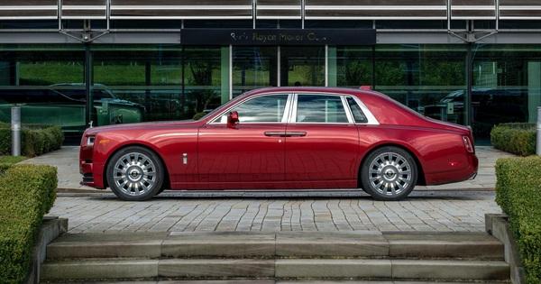 Đỉnh cao chế tác xe: Rolls-Royce Phantom rắc bụi pha lê làm sơn 5 lớp, mỗi lớp đánh bóng 5 tiếng