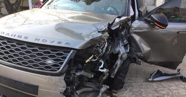 """Hà Nội: Range Rover Velar """"toang"""" khi va chạm liên tiếp hàng loạt xe khác, tài xế nghi say xỉn"""