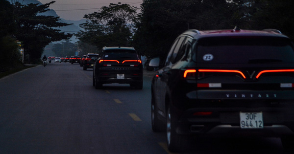 Vượt hơn 300km tới Hà Giang, dàn xe VinFast khiến ai cũng hiếu kỳ: Nhìn theo chỉ trỏ, thậm chí có người tiến lại gõ vỏ xe