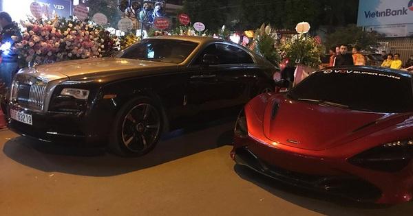 """Ca sĩ Tuấn Hưng cầm lái Ferrari 488 GTB cùng dàn siêu xe """"triệu USD"""" tụ họp mừng khai trương cửa hàng của đại gia đồng hồ"""