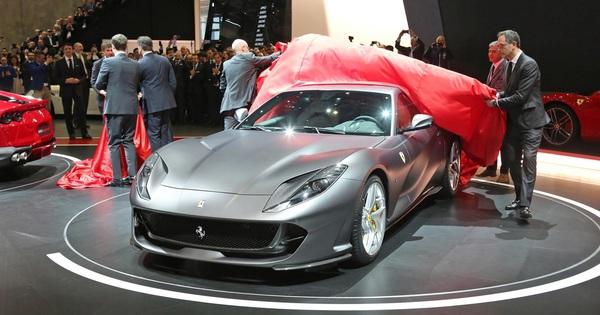 Siêu xe mui trần Ferrari 812 Spider mới sẽ ra mắt trong tháng 9