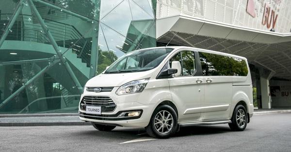 Ford Tourneo chốt giá từ 999 triệu, cạnh tranh Kia Sedona với giá thấp hơn 130 triệu đồng