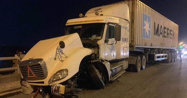 Clip: Thời điểm xảy ra vụ container mất lái tông hàng loạt xe máy trên cầu Thanh Trì