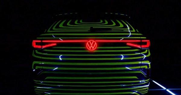 """Volkswagen chính thức """"khai chiến"""" với Mercedes-Benz bằng mẫu xe này"""