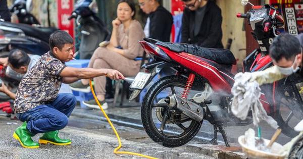 """""""Phố rửa xe"""" Hà Nội nhộn nhịp chờ đón Tết"""
