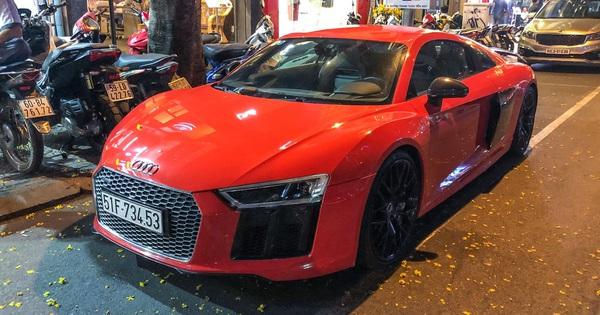 """Thiếu gia Phan Thành """"tái xuất"""" cùng siêu xe Audi R8 V10 Plus trên phố Sài Gòn"""