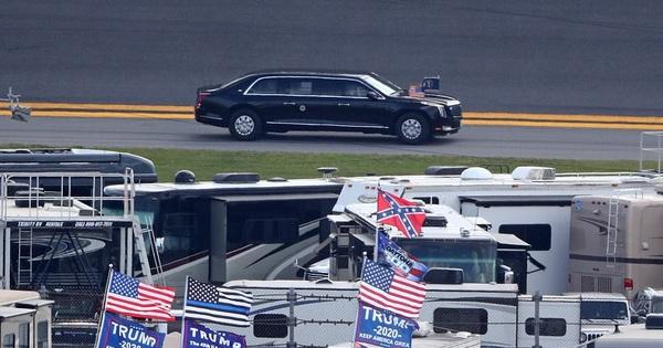 """Tổng thống Donald Trump mang """"quái thú"""" The Beast đi đua, hào hứng hô lớn: """"Các quý ông, hãy khởi động động cơ!""""."""