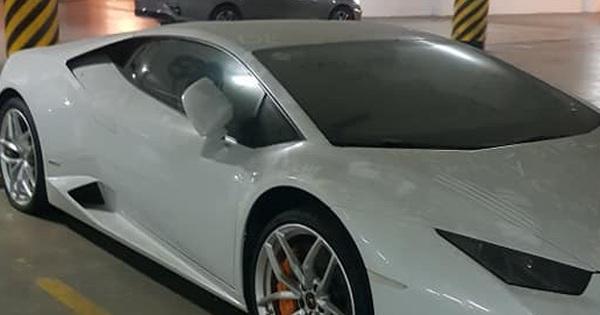 """Xót xa hình ảnh Lamborghini Huracan chính hãng phủ bụi, chủ xe """"bỏ bê"""" tới xẹp hết lốp sau"""