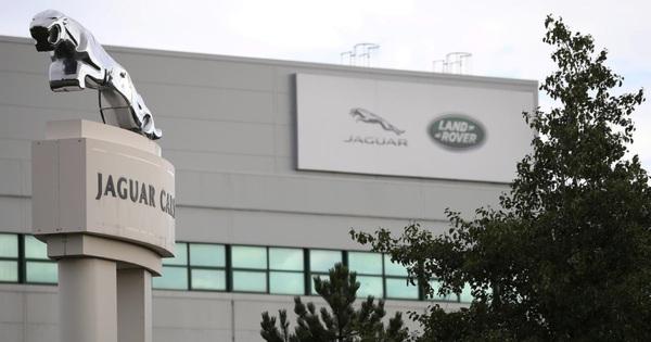 Vừa phục hồi, doanh số Jaguar Land Rover lại tụt không phanh vì COVID-19