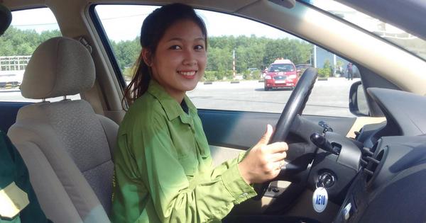 Thi bằng lái xe ô tô 2020: 100 giờ học, 30 triệu học phí và 600 câu hỏi