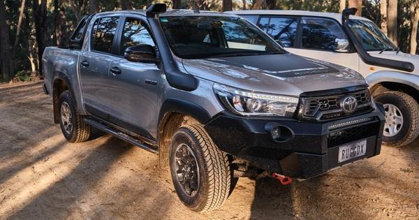 """Toyota GR Hilux chuẩn bị xuất hiện với động cơ mạnh hơn """"vua bán tải"""" Ford Ranger Raptor"""