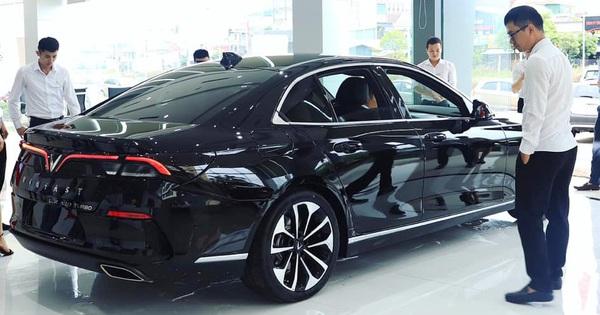 Ô tô VinFast tăng giá 50 triệu nhưng giá bán thực tế tại đại lý giảm tới cả trăm triệu đồng