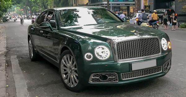 Bentley Mulsanne First Edition với màu sơn độc từng gây xôn xao tại Phú Thọ xuất hiện tại Hà Nội
