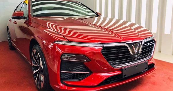 VinFast chơi tất tay: Đóng 100% trước bạ cho khách mua Lux, trừ thẳng giá xe tới hơn 220 triệu đồng