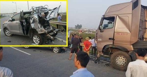 Xe nào bị đâm trong vụ ô tô Innova đi lùi?