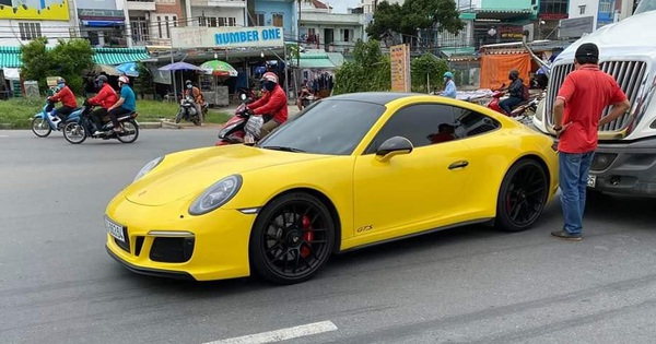 Hàng hiếm Porsche 911 Carrera GTS giá gần 8 tỷ đồng màu vàng va chạm với container tại Sài Gòn