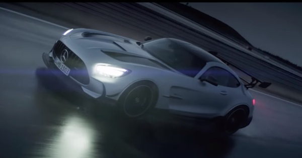 Lộ diện Mercedes-AMG GT R Black Series – Siêu xe đích thực, xoá bỏ dớp bị coi chỉ là xe thể thao