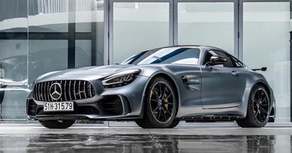 """Mercedes AMG GT-R của doanh nhân Nguyễn Quốc Cường đã có biển trắng, số đuôi """"79"""" khiến nhiều người thích thú"""