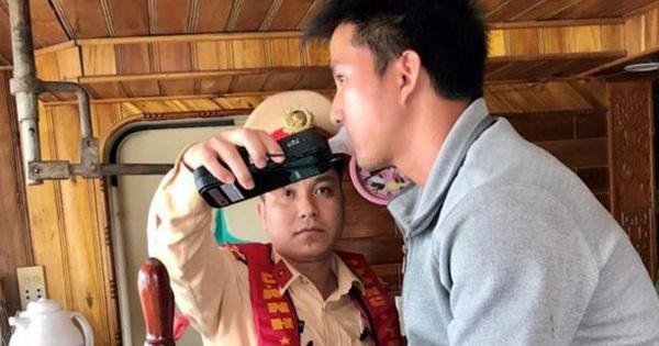 """CSGT xuống sông phạt """"ma men"""" lái tàu thủy ở Bắc Ninh"""