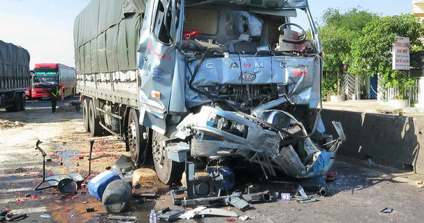 Hai xe tải tông vào nhau, tài xế tử vong tại chỗ