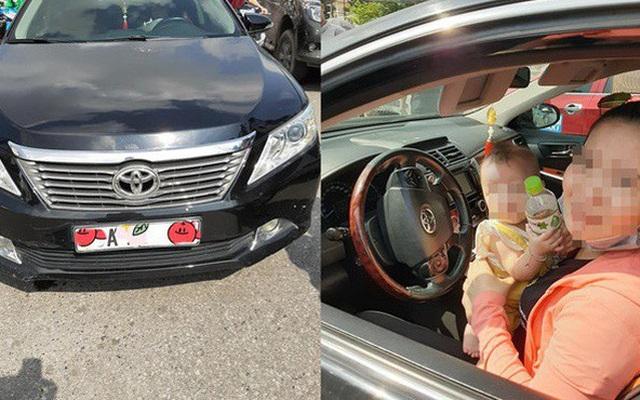 Xuống xe nói chuyện với tài xế Toyota Camry sau khi bị đâm, người đàn ông ngạc nhiên bởi cảnh tượng trong ghế lái