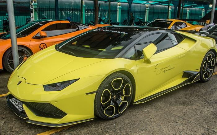 Dàn siêu xe, xe siêu sang trăm tỷ đủ sắc màu của giới nhà giàu du ngoạn tới Vũng Tàu dịp cuối tuần