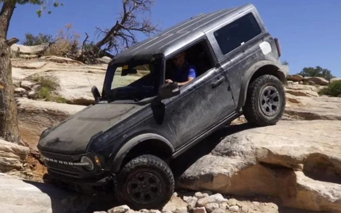 Xem Ford Bronco vượt địa hình một cách ngoạn mục - mega 645